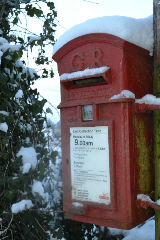Post_box_in_the_snow