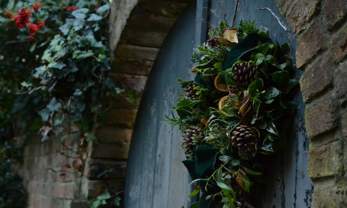 How to make a traditional Christmas wreath.