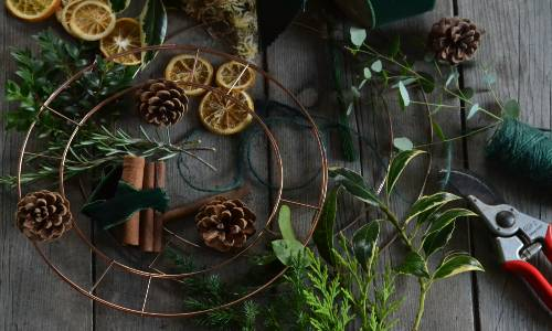 How to make a fully compostable and recyclable festive wreath.